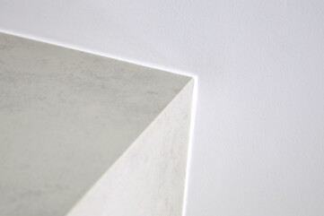 Kamin mit Laminam Oxide Perla