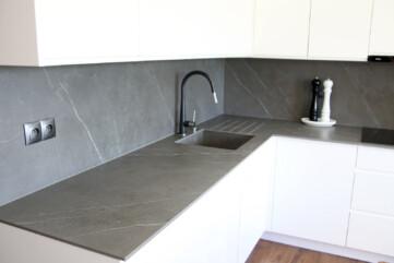 Küchenarbeitsplatten, Wandpaneele, Waschbecken aus Pietra Grey