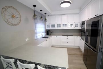 Küchenarbeitsplatte und wandpaneele aus Calce Grigio