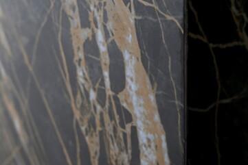 Kamin mit Laminam Noir Desir