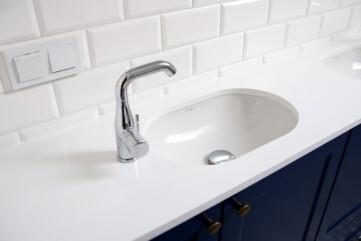 Waschtischplatte aus Quarella Bianchissimo
